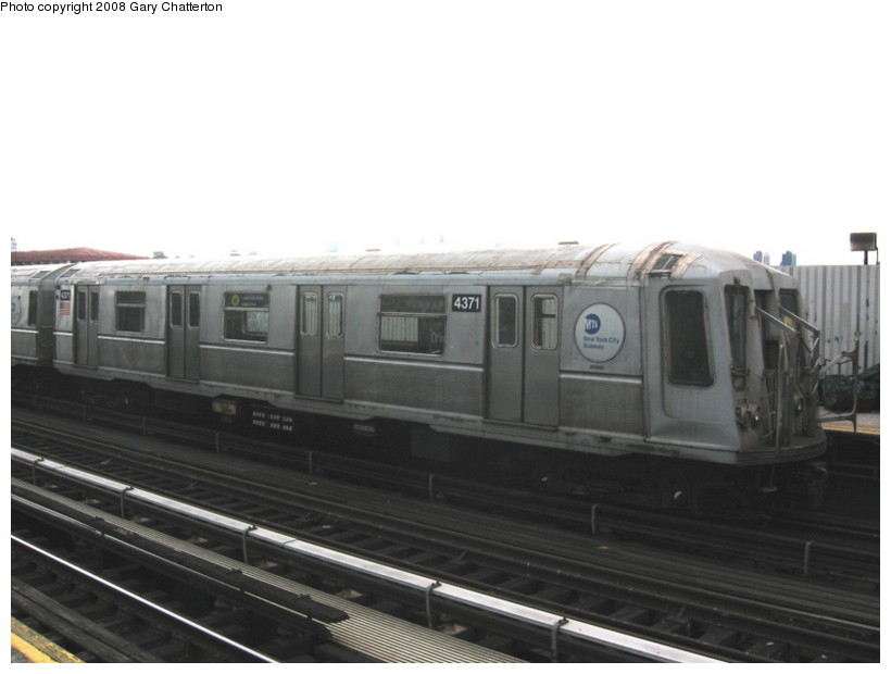 (82k, 820x620)<br><b>Country:</b> United States<br><b>City:</b> New York<br><b>System:</b> New York City Transit<br><b>Line:</b> BMT Astoria Line<br><b>Location:</b> Broadway <br><b>Route:</b> W<br><b>Car:</b> R-40 (St. Louis, 1968)  4371 <br><b>Photo by:</b> Gary Chatterton<br><b>Date:</b> 5/21/2008<br><b>Viewed (this week/total):</b> 0 / 1426