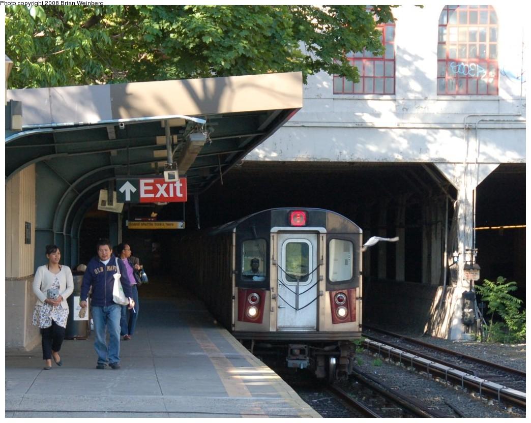 (279k, 1044x832)<br><b>Country:</b> United States<br><b>City:</b> New York<br><b>System:</b> New York City Transit<br><b>Line:</b> IRT Dyre Ave. Line<br><b>Location:</b> Morris Park <br><b>Route:</b> 5<br><b>Car:</b> R-142 (Option Order, Bombardier, 2002-2003)  7051 <br><b>Photo by:</b> Brian Weinberg<br><b>Date:</b> 5/25/2008<br><b>Viewed (this week/total):</b> 0 / 3522