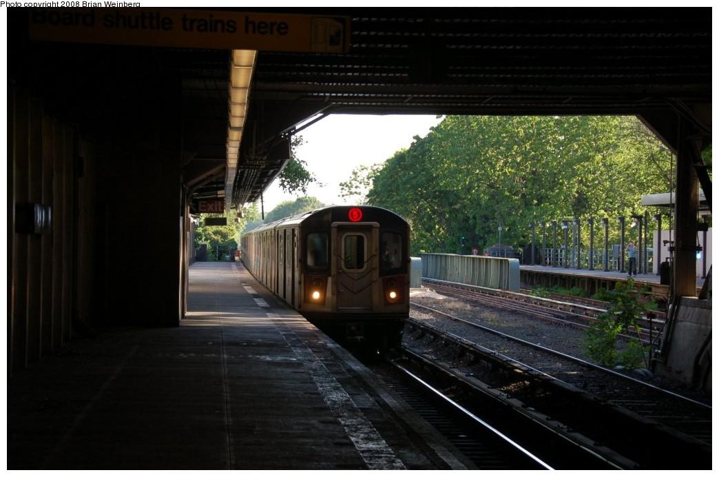 (223k, 1044x692)<br><b>Country:</b> United States<br><b>City:</b> New York<br><b>System:</b> New York City Transit<br><b>Line:</b> IRT Dyre Ave. Line<br><b>Location:</b> Morris Park <br><b>Route:</b> 5<br><b>Car:</b> R-142 (Primary Order, Bombardier, 1999-2002)  6835 <br><b>Photo by:</b> Brian Weinberg<br><b>Date:</b> 5/25/2008<br><b>Viewed (this week/total):</b> 1 / 2125
