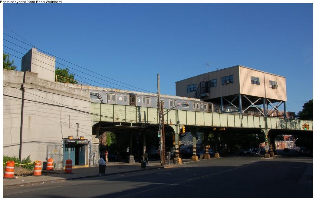 (204k, 1044x667)<br><b>Country:</b> United States<br><b>City:</b> New York<br><b>System:</b> New York City Transit<br><b>Line:</b> IRT Dyre Ave. Line<br><b>Location:</b> Dyre Avenue <br><b>Photo by:</b> Brian Weinberg<br><b>Date:</b> 5/25/2008<br><b>Viewed (this week/total):</b> 0 / 3246