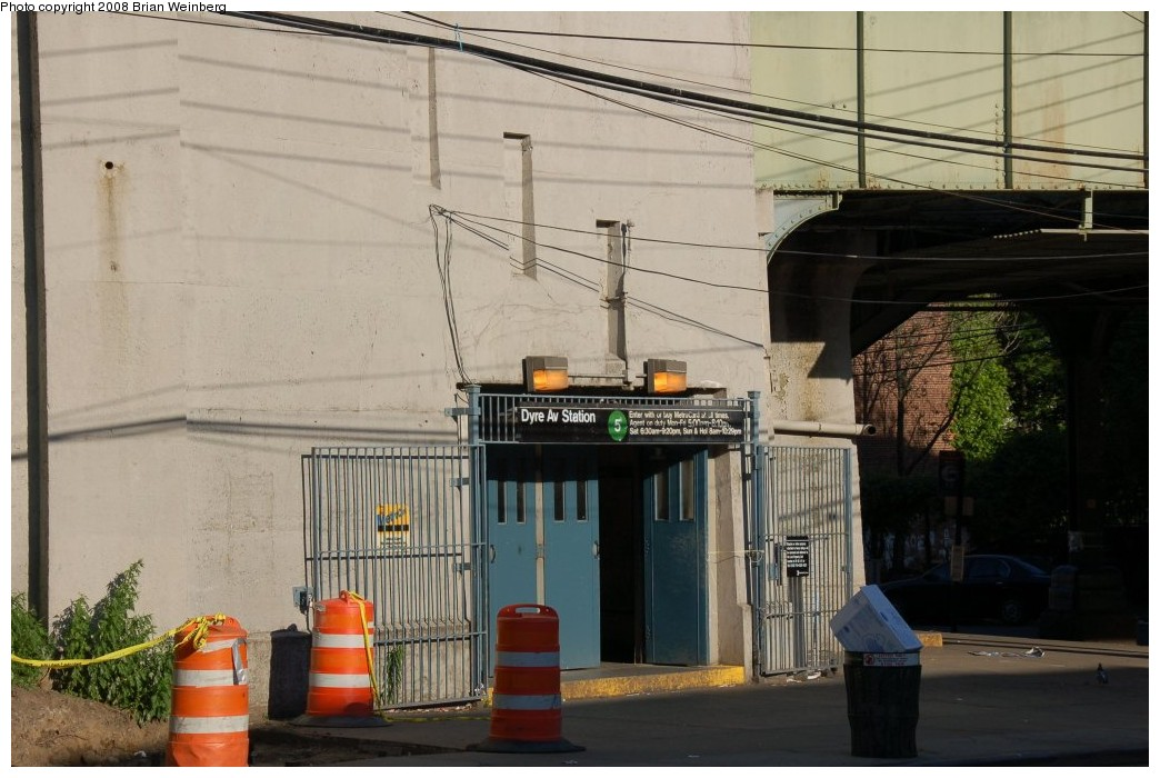 (236k, 1044x700)<br><b>Country:</b> United States<br><b>City:</b> New York<br><b>System:</b> New York City Transit<br><b>Line:</b> IRT Dyre Ave. Line<br><b>Location:</b> Dyre Avenue <br><b>Photo by:</b> Brian Weinberg<br><b>Date:</b> 5/25/2008<br><b>Viewed (this week/total):</b> 1 / 2986