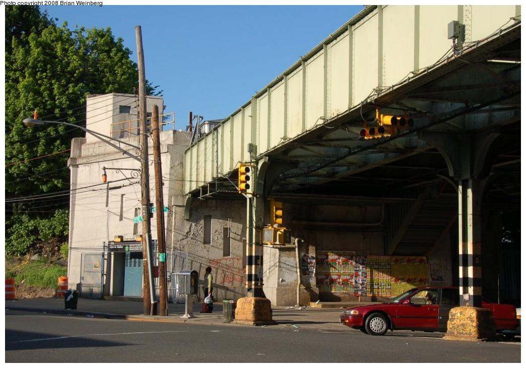 (274k, 1044x730)<br><b>Country:</b> United States<br><b>City:</b> New York<br><b>System:</b> New York City Transit<br><b>Line:</b> IRT Dyre Ave. Line<br><b>Location:</b> Dyre Avenue <br><b>Photo by:</b> Brian Weinberg<br><b>Date:</b> 5/25/2008<br><b>Viewed (this week/total):</b> 0 / 2441