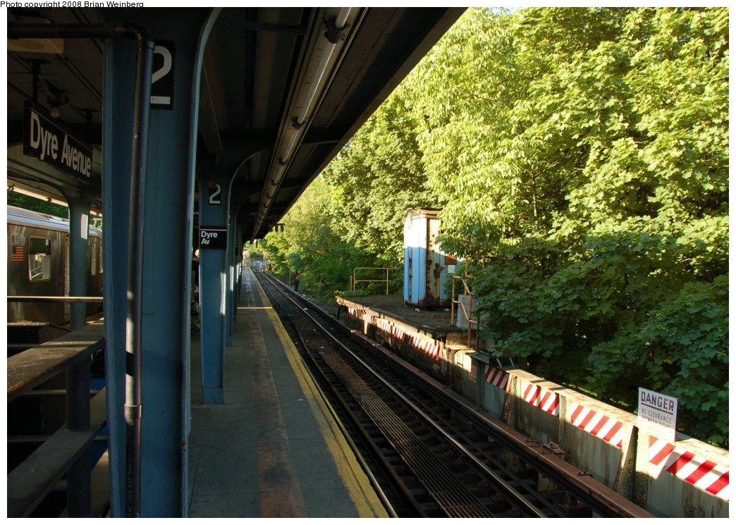 (316k, 1044x745)<br><b>Country:</b> United States<br><b>City:</b> New York<br><b>System:</b> New York City Transit<br><b>Line:</b> IRT Dyre Ave. Line<br><b>Location:</b> Dyre Avenue <br><b>Photo by:</b> Brian Weinberg<br><b>Date:</b> 5/25/2008<br><b>Viewed (this week/total):</b> 3 / 2473