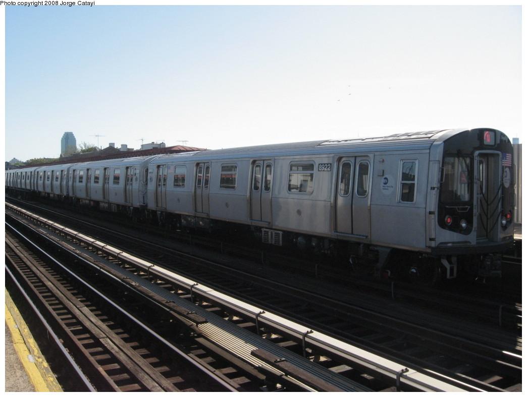(167k, 1044x788)<br><b>Country:</b> United States<br><b>City:</b> New York<br><b>System:</b> New York City Transit<br><b>Line:</b> BMT Astoria Line<br><b>Location:</b> Broadway <br><b>Route:</b> N<br><b>Car:</b> R-160B (Kawasaki, 2005-2008)  8922 <br><b>Photo by:</b> Jorge Catayi<br><b>Date:</b> 5/25/2008<br><b>Viewed (this week/total):</b> 0 / 1882