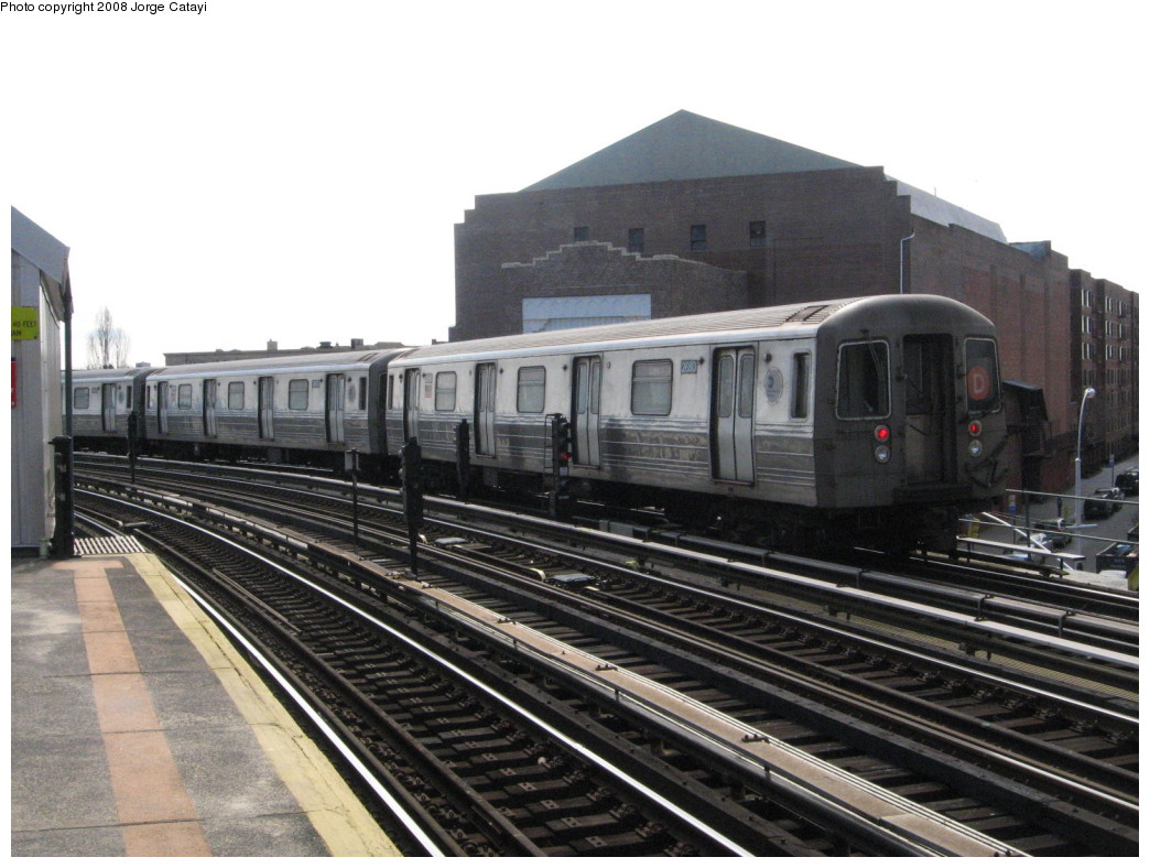 (203k, 1044x788)<br><b>Country:</b> United States<br><b>City:</b> New York<br><b>System:</b> New York City Transit<br><b>Line:</b> BMT West End Line<br><b>Location:</b> 18th Avenue <br><b>Route:</b> D<br><b>Car:</b> R-68 (Westinghouse-Amrail, 1986-1988)  2680 <br><b>Photo by:</b> Jorge Catayi<br><b>Date:</b> 2/27/2008<br><b>Viewed (this week/total):</b> 5 / 1503