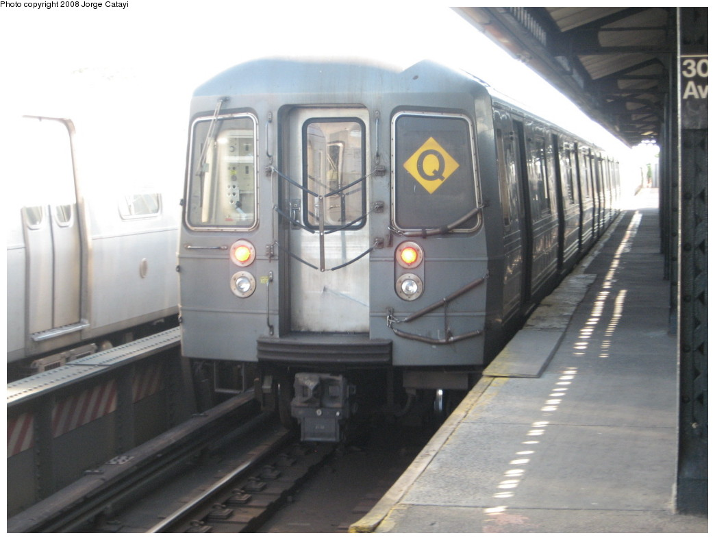 (159k, 1044x788)<br><b>Country:</b> United States<br><b>City:</b> New York<br><b>System:</b> New York City Transit<br><b>Line:</b> BMT Astoria Line<br><b>Location:</b> 30th/Grand Aves. <br><b>Route:</b> Q reroute<br><b>Car:</b> R-68A (Kawasaki, 1988-1989)  5060 <br><b>Photo by:</b> Jorge Catayi<br><b>Date:</b> 5/25/2008<br><b>Viewed (this week/total):</b> 1 / 2059