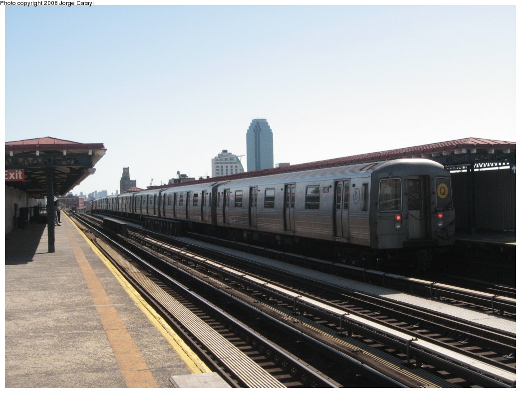 (188k, 1044x788)<br><b>Country:</b> United States<br><b>City:</b> New York<br><b>System:</b> New York City Transit<br><b>Line:</b> BMT Astoria Line<br><b>Location:</b> 36th/Washington Aves.<br><b>Route:</b> Q reroute<br><b>Car:</b> R-68A (Kawasaki, 1988-1989) 5180 <br><b>Photo by:</b> Jorge Catayi<br><b>Date:</b> 5/25/2008<br><b>Viewed (this week/total):</b> 0 / 1965