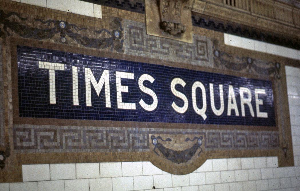 (187k, 1049x667)<br><b>Country:</b> United States<br><b>City:</b> New York<br><b>System:</b> New York City Transit<br><b>Line:</b> IRT Times Square-Grand Central Shuttle<br><b>Location:</b> Times Square <br><b>Photo by:</b> Todd Glickman<br><b>Date:</b> 1976<br><b>Notes:</b> Original IRT mosaic.<br><b>Viewed (this week/total):</b> 1 / 1159