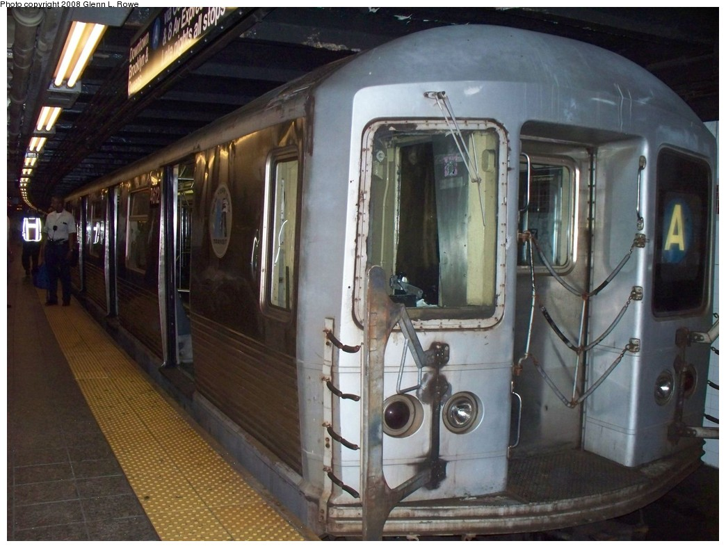 (212k, 1044x788)<br><b>Country:</b> United States<br><b>City:</b> New York<br><b>System:</b> New York City Transit<br><b>Line:</b> IND 8th Avenue Line<br><b>Location:</b> 207th Street <br><b>Route:</b> A<br><b>Car:</b> R-42 (St. Louis, 1969-1970)  4612 <br><b>Photo by:</b> Glenn L. Rowe<br><b>Date:</b> 6/12/2008<br><b>Viewed (this week/total):</b> 4 / 1621