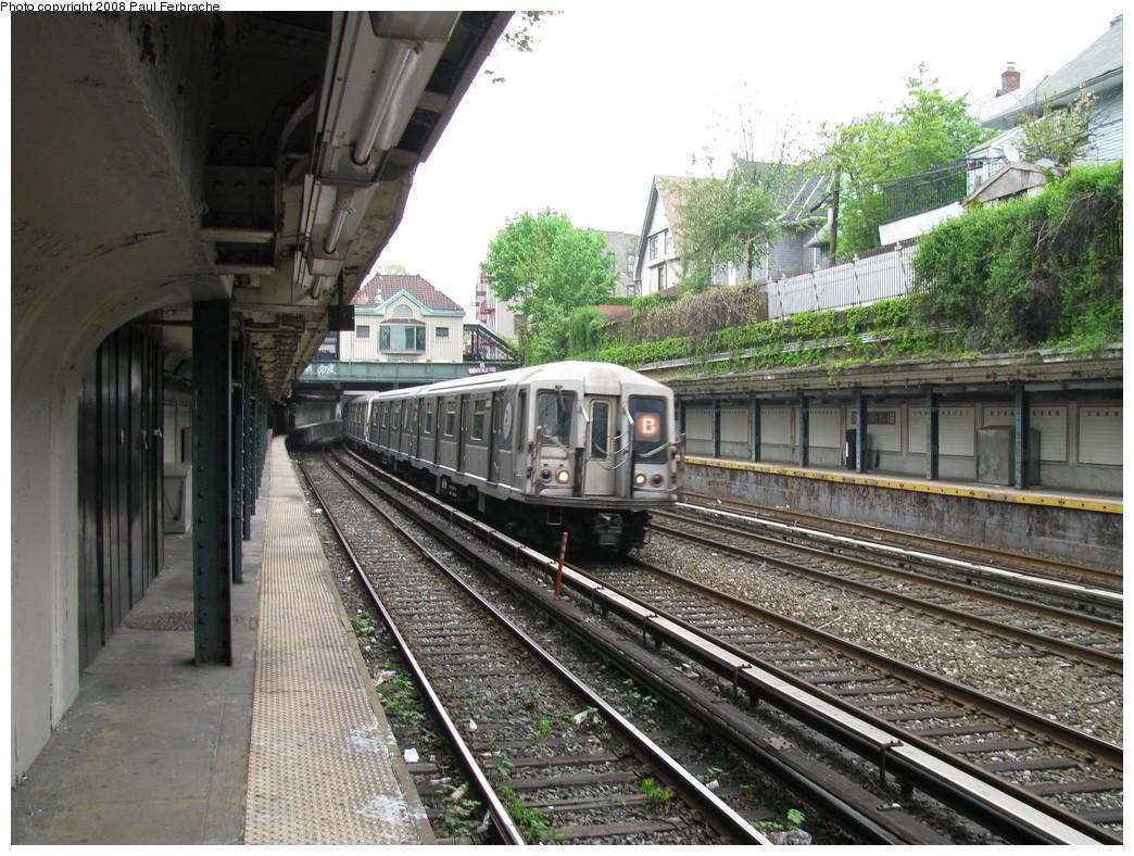 (290k, 1044x788)<br><b>Country:</b> United States<br><b>City:</b> New York<br><b>System:</b> New York City Transit<br><b>Line:</b> BMT Brighton Line<br><b>Location:</b> Beverley Road <br><b>Route:</b> B<br><b>Car:</b> R-40 (St. Louis, 1968)  4404 <br><b>Photo by:</b> Paul Ferbrache<br><b>Date:</b> 5/2/2008<br><b>Viewed (this week/total):</b> 0 / 1458