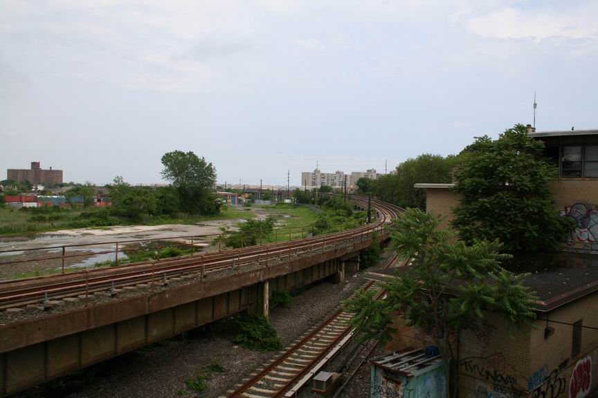 (78k, 864x576)<br><b>Country:</b> United States<br><b>City:</b> New York<br><b>System:</b> New York City Transit<br><b>Line:</b> IND Rockaway<br><b>Location:</b> Hammels Wye <br><b>Photo by:</b> Bill Demo<br><b>Date:</b> 6/16/2008<br><b>Notes:</b> View of Hammels Wye, heading to Rockaway Park.<br><b>Viewed (this week/total):</b> 2 / 2697