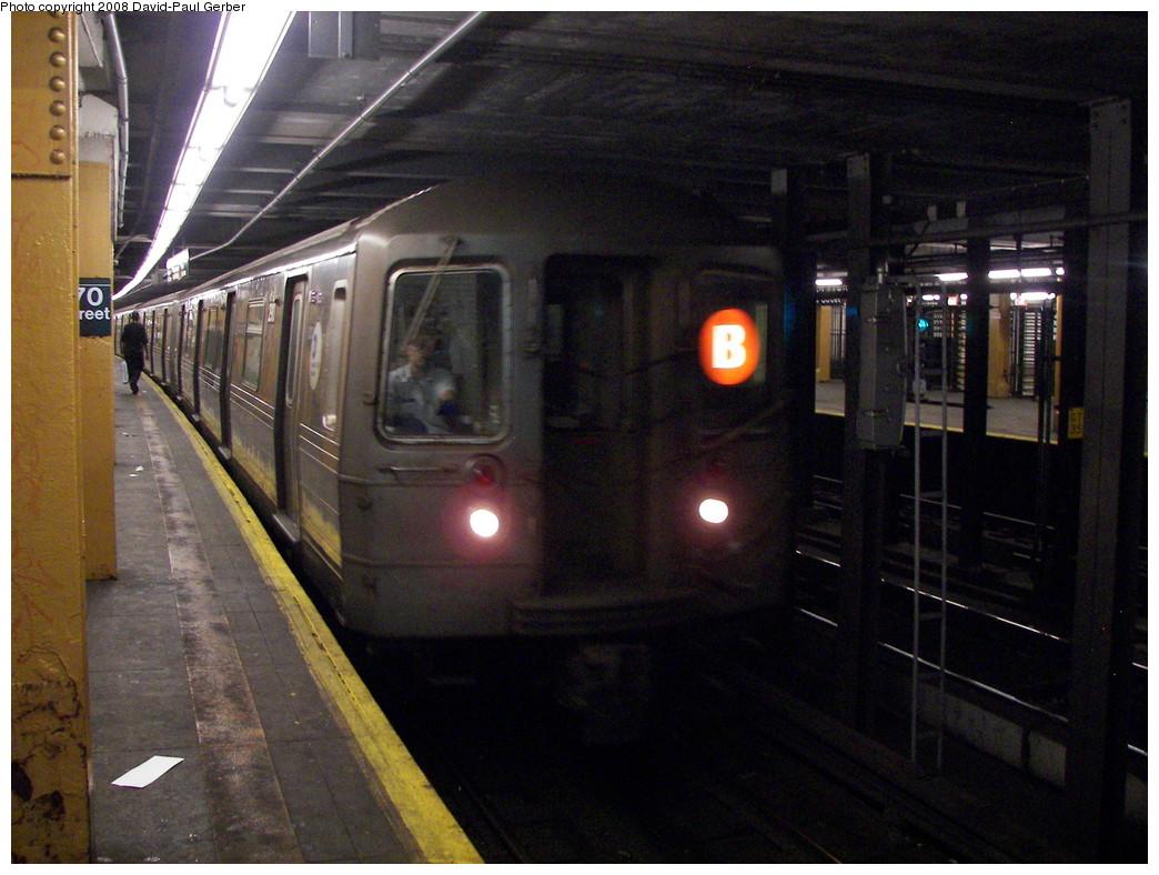 (277k, 1044x788)<br><b>Country:</b> United States<br><b>City:</b> New York<br><b>System:</b> New York City Transit<br><b>Line:</b> IND Concourse Line<br><b>Location:</b> 170th Street <br><b>Route:</b> D<br><b>Car:</b> R-68 (Westinghouse-Amrail, 1986-1988)  2910 <br><b>Photo by:</b> David-Paul Gerber<br><b>Date:</b> 6/9/2008<br><b>Viewed (this week/total):</b> 0 / 2479
