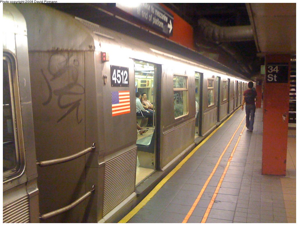 (207k, 1044x788)<br><b>Country:</b> United States<br><b>City:</b> New York<br><b>System:</b> New York City Transit<br><b>Line:</b> IND 6th Avenue Line<br><b>Location:</b> 34th Street/Herald Square <br><b>Route:</b> B-Yankees Special<br><b>Car:</b> R-40M (St. Louis, 1969)  4512 <br><b>Photo by:</b> David Pirmann<br><b>Date:</b> 6/20/2008<br><b>Viewed (this week/total):</b> 0 / 2420
