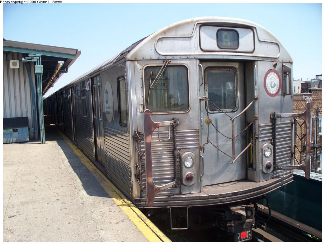 (234k, 1044x788)<br><b>Country:</b> United States<br><b>City:</b> New York<br><b>System:</b> New York City Transit<br><b>Line:</b> IND Fulton Street Line<br><b>Location:</b> Lefferts Boulevard <br><b>Route:</b> A<br><b>Car:</b> R-38 (St. Louis, 1966-1967)  4052 <br><b>Photo by:</b> Glenn L. Rowe<br><b>Date:</b> 6/20/2008<br><b>Viewed (this week/total):</b> 3 / 1704