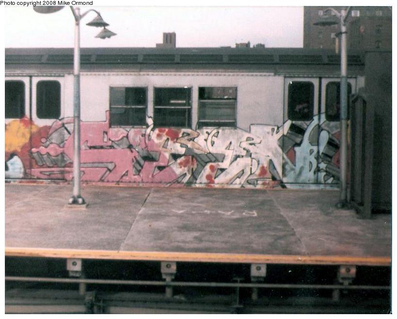 (158k, 820x658)<br><b>Country:</b> United States<br><b>City:</b> New York<br><b>System:</b> New York City Transit<br><b>Line:</b> IRT Pelham Line<br><b>Location:</b> East 177th Street/Parkchester <br><b>Route:</b> 6<br><b>Photo by:</b> Mike Ormond<br><b>Date:</b> 1982<br><b>Viewed (this week/total):</b> 2 / 1453
