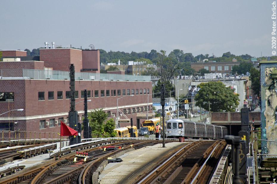 (245k, 930x618)<br><b>Country:</b> United States<br><b>City:</b> New York<br><b>System:</b> New York City Transit<br><b>Line:</b> BMT Culver Line<br><b>Location:</b> Ditmas Avenue <br><b>Route:</b> F<br><b>Car:</b> R-46 (Pullman-Standard, 1974-75) 5542 <br><b>Photo by:</b> Peter Ehrlich<br><b>Date:</b> 7/22/2009<br><b>Notes:</b> Outbound<br><b>Viewed (this week/total):</b> 1 / 1409
