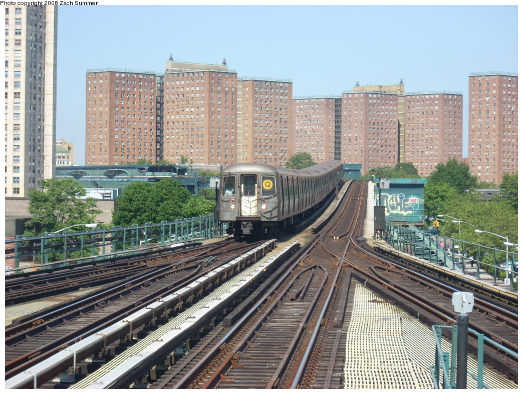 (362k, 1044x788)<br><b>Country:</b> United States<br><b>City:</b> New York<br><b>System:</b> New York City Transit<br><b>Line:</b> BMT Brighton Line<br><b>Location:</b> Ocean Parkway <br><b>Route:</b> Q<br><b>Car:</b> R-68 (Westinghouse-Amrail, 1986-1988)  2816 <br><b>Photo by:</b> Zach Summer<br><b>Date:</b> 6/24/2008<br><b>Viewed (this week/total):</b> 3 / 2079