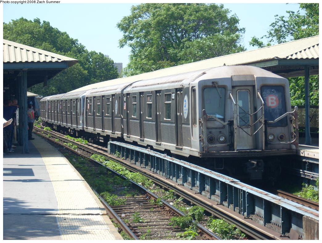 (347k, 1044x788)<br><b>Country:</b> United States<br><b>City:</b> New York<br><b>System:</b> New York City Transit<br><b>Line:</b> BMT Brighton Line<br><b>Location:</b> Sheepshead Bay <br><b>Route:</b> B<br><b>Car:</b> R-40 (St. Louis, 1968)  4357 <br><b>Photo by:</b> Zach Summer<br><b>Date:</b> 6/24/2008<br><b>Viewed (this week/total):</b> 0 / 1565
