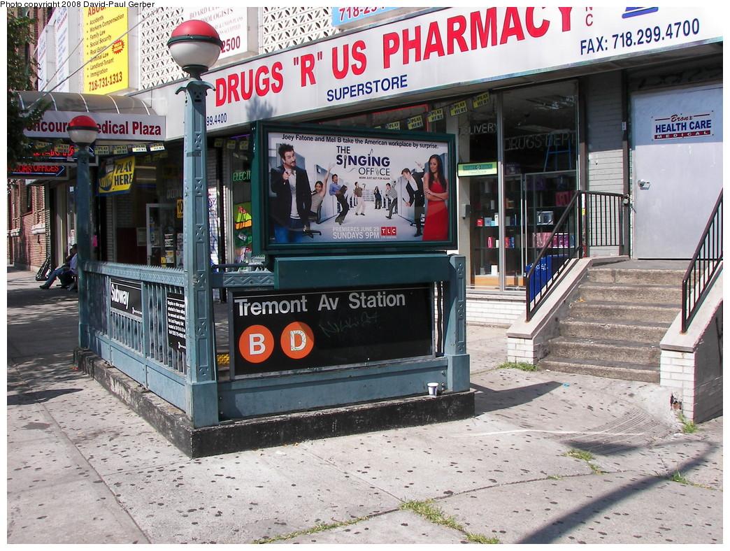 (362k, 1044x788)<br><b>Country:</b> United States<br><b>City:</b> New York<br><b>System:</b> New York City Transit<br><b>Line:</b> IND Concourse Line<br><b>Location:</b> Tremont Avenue <br><b>Photo by:</b> David-Paul Gerber<br><b>Date:</b> 6/24/2008<br><b>Notes:</b> Unstaffed HEET entrance/exit @ East 179th Street.<br><b>Viewed (this week/total):</b> 0 / 2844