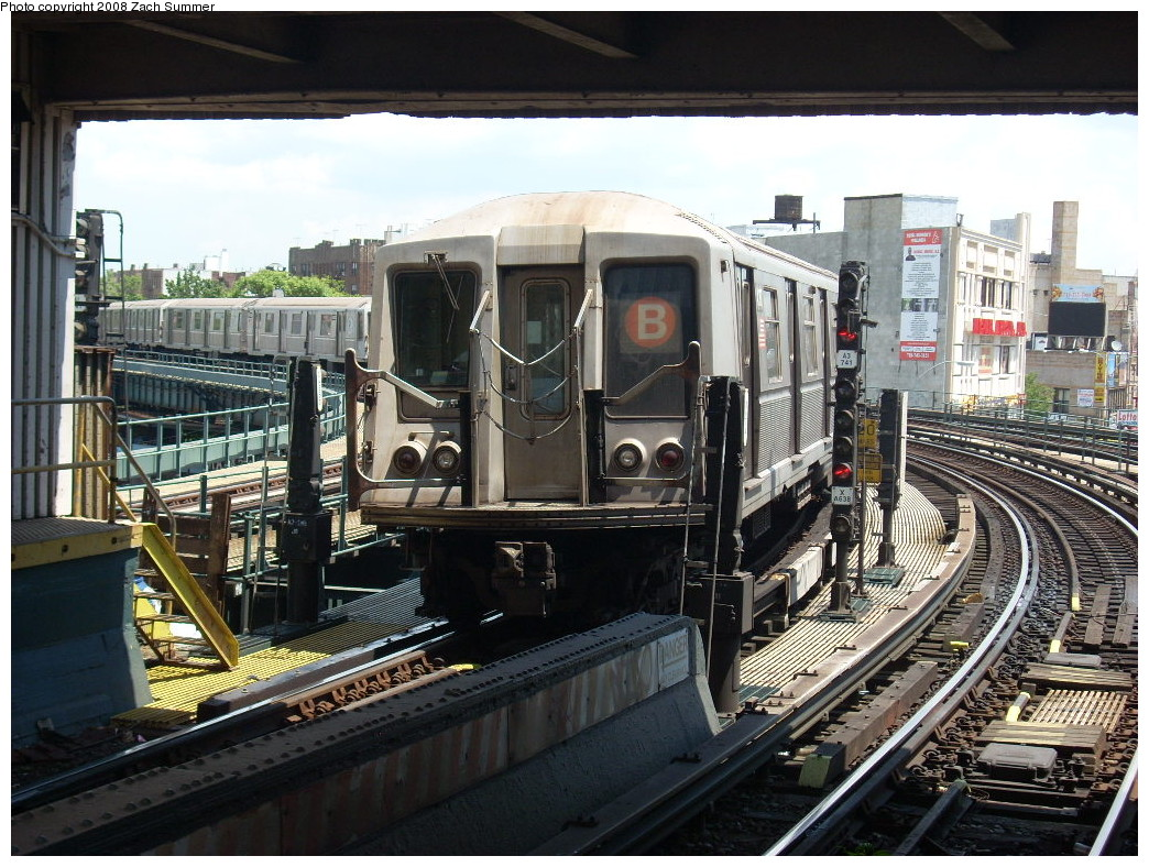 (305k, 1044x788)<br><b>Country:</b> United States<br><b>City:</b> New York<br><b>System:</b> New York City Transit<br><b>Line:</b> BMT Brighton Line<br><b>Location:</b> Brighton Beach <br><b>Route:</b> B<br><b>Car:</b> R-40 (St. Louis, 1968)   <br><b>Photo by:</b> Zach Summer<br><b>Date:</b> 6/24/2008<br><b>Viewed (this week/total):</b> 0 / 1699