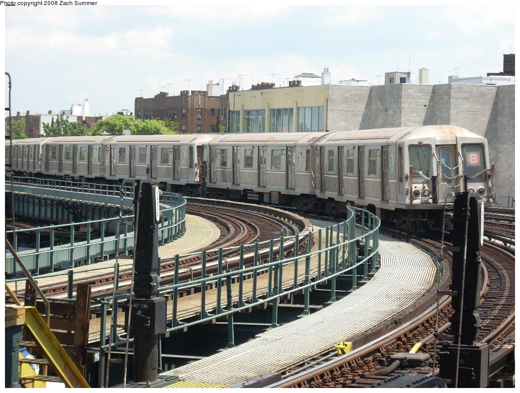 (326k, 1044x788)<br><b>Country:</b> United States<br><b>City:</b> New York<br><b>System:</b> New York City Transit<br><b>Line:</b> BMT Brighton Line<br><b>Location:</b> Brighton Beach <br><b>Route:</b> B<br><b>Car:</b> R-40 (St. Louis, 1968)   <br><b>Photo by:</b> Zach Summer<br><b>Date:</b> 6/24/2008<br><b>Viewed (this week/total):</b> 0 / 1288