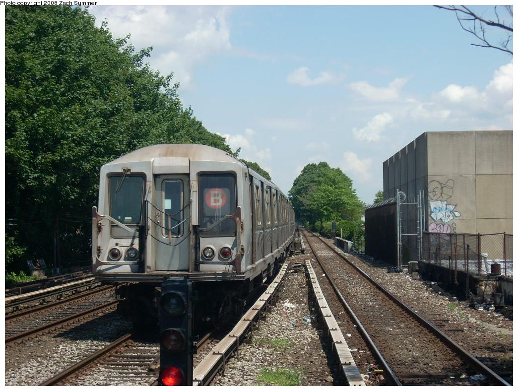 (314k, 1044x788)<br><b>Country:</b> United States<br><b>City:</b> New York<br><b>System:</b> New York City Transit<br><b>Line:</b> BMT Brighton Line<br><b>Location:</b> Kings Highway <br><b>Route:</b> B<br><b>Car:</b> R-40 (St. Louis, 1968)   <br><b>Photo by:</b> Zach Summer<br><b>Date:</b> 6/24/2008<br><b>Viewed (this week/total):</b> 2 / 1386