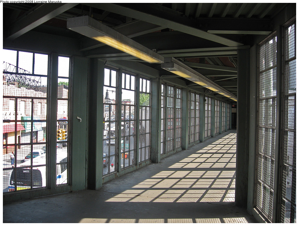 (332k, 1044x788)<br><b>Country:</b> United States<br><b>City:</b> New York<br><b>System:</b> New York City Transit<br><b>Line:</b> BMT Franklin<br><b>Location:</b> Franklin Avenue <br><b>Photo by:</b> Lorraine Maruska<br><b>Date:</b> 6/3/2008<br><b>Notes:</b> Passageway across Fulton to shuttle.<br><b>Viewed (this week/total):</b> 0 / 1837