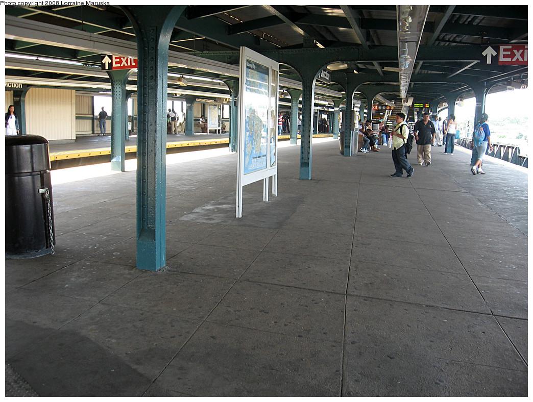 (308k, 1044x788)<br><b>Country:</b> United States<br><b>City:</b> New York<br><b>System:</b> New York City Transit<br><b>Line:</b> BMT Canarsie Line<br><b>Location:</b> Broadway Junction <br><b>Photo by:</b> Lorraine Maruska<br><b>Date:</b> 6/3/2008<br><b>Notes:</b> Manhattan bound platform.<br><b>Viewed (this week/total):</b> 2 / 1763