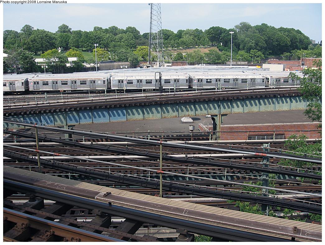 (432k, 1044x788)<br><b>Country:</b> United States<br><b>City:</b> New York<br><b>System:</b> New York City Transit<br><b>Location:</b> East New York Yard/Shops<br><b>Photo by:</b> Lorraine Maruska<br><b>Date:</b> 6/3/2008<br><b>Notes:</b> Still some R42s left at East New York Yard.<br><b>Viewed (this week/total):</b> 0 / 987