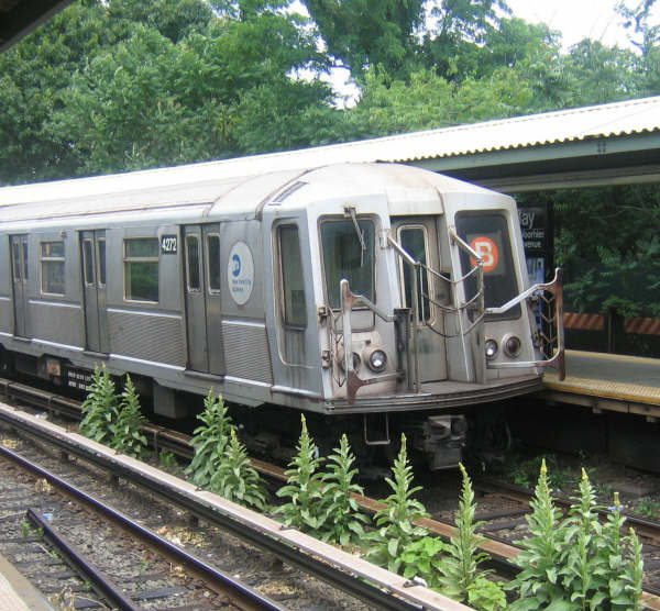 (69k, 600x556)<br><b>Country:</b> United States<br><b>City:</b> New York<br><b>System:</b> New York City Transit<br><b>Line:</b> BMT Brighton Line<br><b>Location:</b> Sheepshead Bay <br><b>Route:</b> B<br><b>Car:</b> R-40 (St. Louis, 1968)  4272 <br><b>Photo by:</b> Professor J<br><b>Date:</b> 6/27/2008<br><b>Viewed (this week/total):</b> 0 / 1394