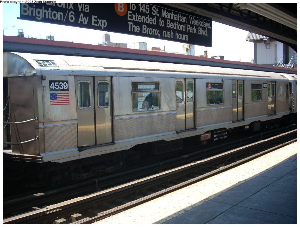(257k, 1044x788)<br><b>Country:</b> United States<br><b>City:</b> New York<br><b>System:</b> New York City Transit<br><b>Line:</b> BMT Brighton Line<br><b>Location:</b> Brighton Beach <br><b>Route:</b> B<br><b>Car:</b> R-40M (St. Louis, 1969)  4539 <br><b>Photo by:</b> Zach Summer<br><b>Date:</b> 6/25/2008<br><b>Viewed (this week/total):</b> 0 / 1492