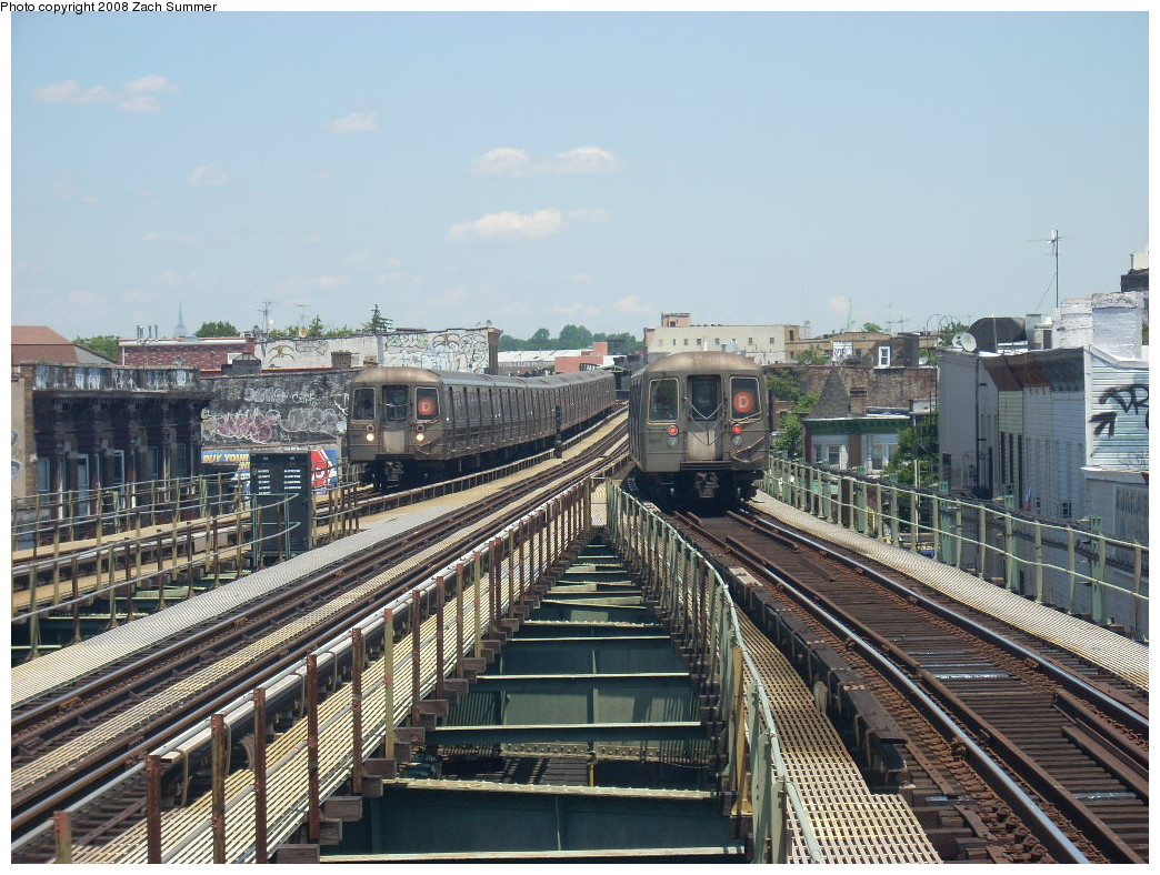 (304k, 1044x788)<br><b>Country:</b> United States<br><b>City:</b> New York<br><b>System:</b> New York City Transit<br><b>Line:</b> BMT West End Line<br><b>Location:</b> 62nd Street <br><b>Route:</b> D<br><b>Car:</b> R-68 (Westinghouse-Amrail, 1986-1988)   <br><b>Photo by:</b> Zach Summer<br><b>Date:</b> 6/25/2008<br><b>Viewed (this week/total):</b> 2 / 1633