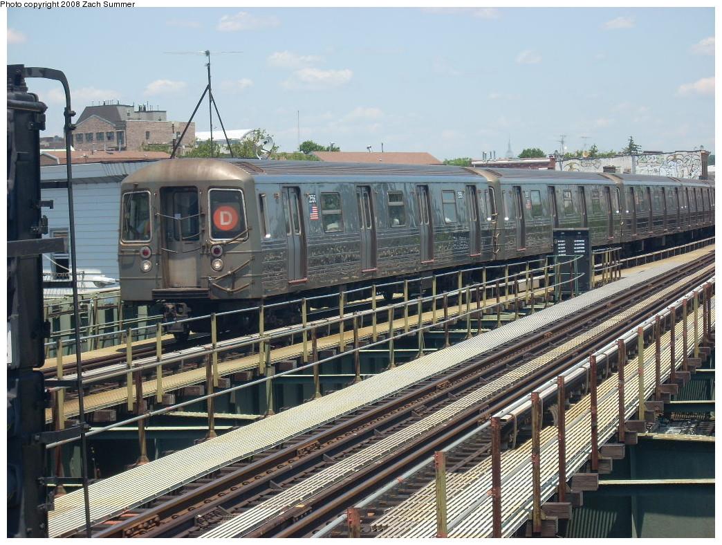(325k, 1044x788)<br><b>Country:</b> United States<br><b>City:</b> New York<br><b>System:</b> New York City Transit<br><b>Line:</b> BMT West End Line<br><b>Location:</b> 62nd Street <br><b>Route:</b> D<br><b>Car:</b> R-68 (Westinghouse-Amrail, 1986-1988)  2556 <br><b>Photo by:</b> Zach Summer<br><b>Date:</b> 6/25/2008<br><b>Viewed (this week/total):</b> 3 / 1388