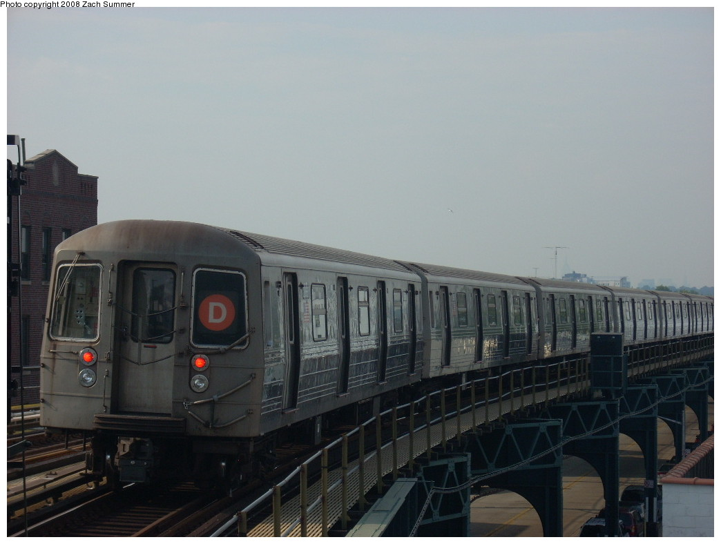(194k, 1044x788)<br><b>Country:</b> United States<br><b>City:</b> New York<br><b>System:</b> New York City Transit<br><b>Line:</b> BMT West End Line<br><b>Location:</b> 18th Avenue <br><b>Route:</b> D<br><b>Car:</b> R-68 (Westinghouse-Amrail, 1986-1988)   <br><b>Photo by:</b> Zach Summer<br><b>Date:</b> 6/26/2008<br><b>Viewed (this week/total):</b> 0 / 1396