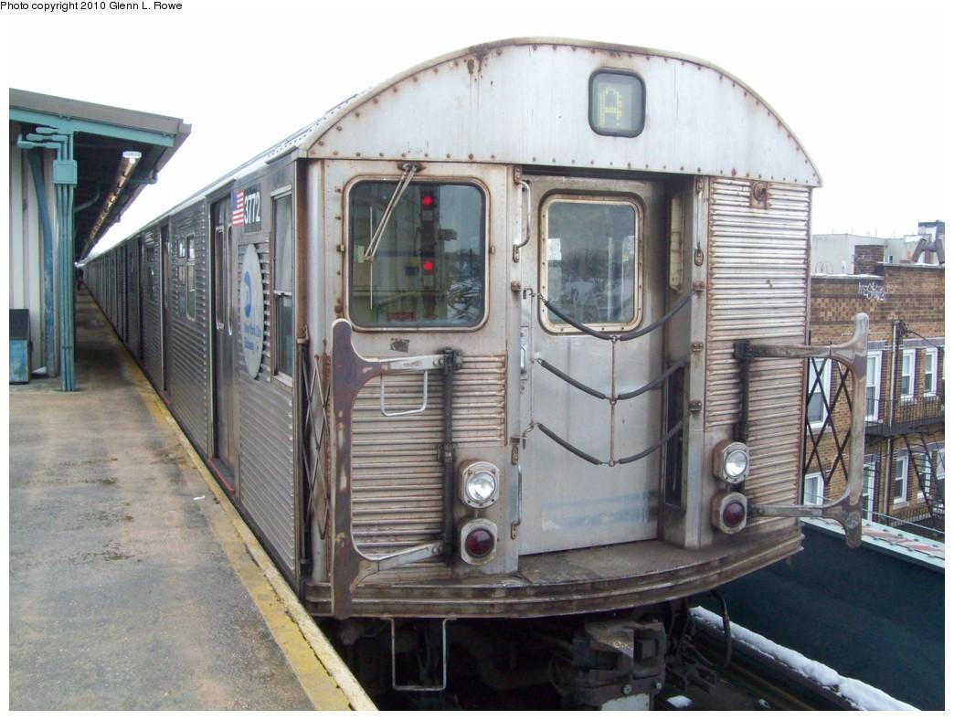 (214k, 1044x788)<br><b>Country:</b> United States<br><b>City:</b> New York<br><b>System:</b> New York City Transit<br><b>Line:</b> IND Fulton Street Line<br><b>Location:</b> Lefferts Boulevard <br><b>Route:</b> A<br><b>Car:</b> R-32 (Budd, 1964)  3772 <br><b>Photo by:</b> Glenn L. Rowe<br><b>Date:</b> 2/17/2010<br><b>Viewed (this week/total):</b> 0 / 829