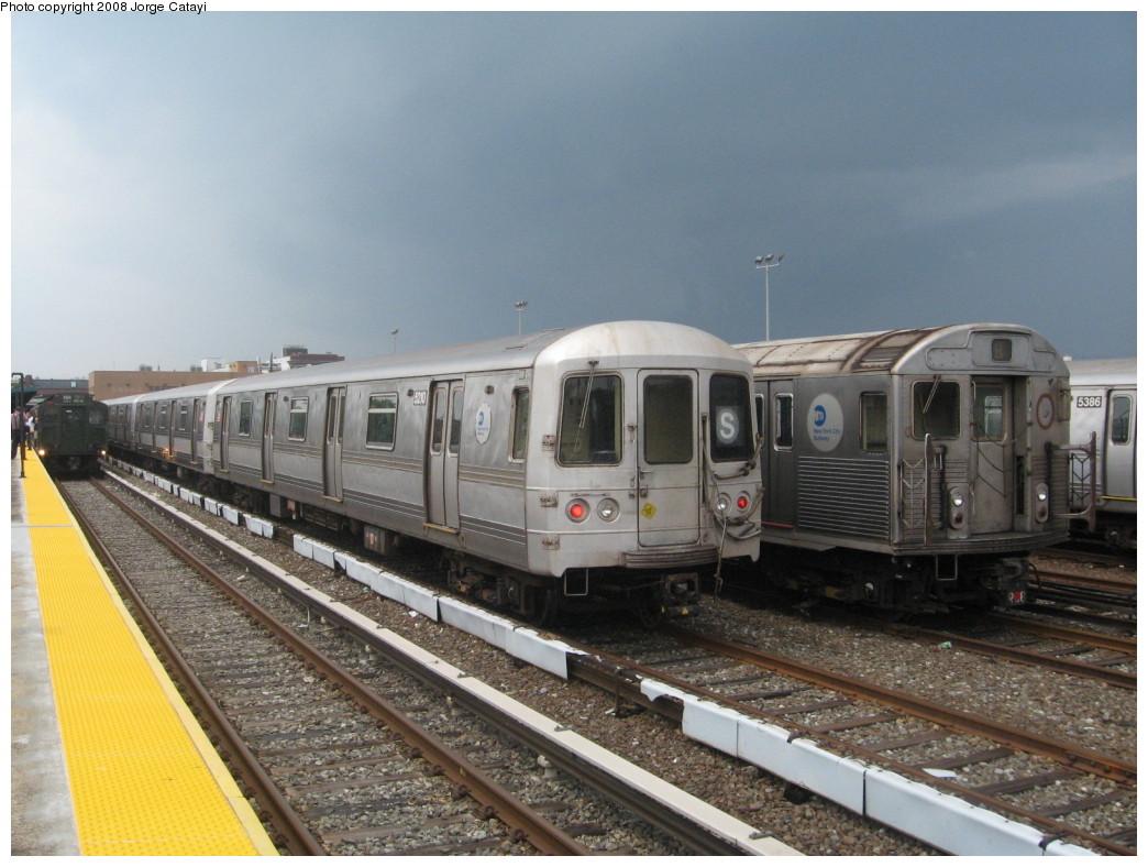 (208k, 1044x788)<br><b>Country:</b> United States<br><b>City:</b> New York<br><b>System:</b> New York City Transit<br><b>Location:</b> Rockaway Park Yard<br><b>Car:</b> R-44 (St. Louis, 1971-73) 5210 <br><b>Photo by:</b> Jorge Catayi<br><b>Date:</b> 6/15/2008<br><b>Viewed (this week/total):</b> 1 / 2617
