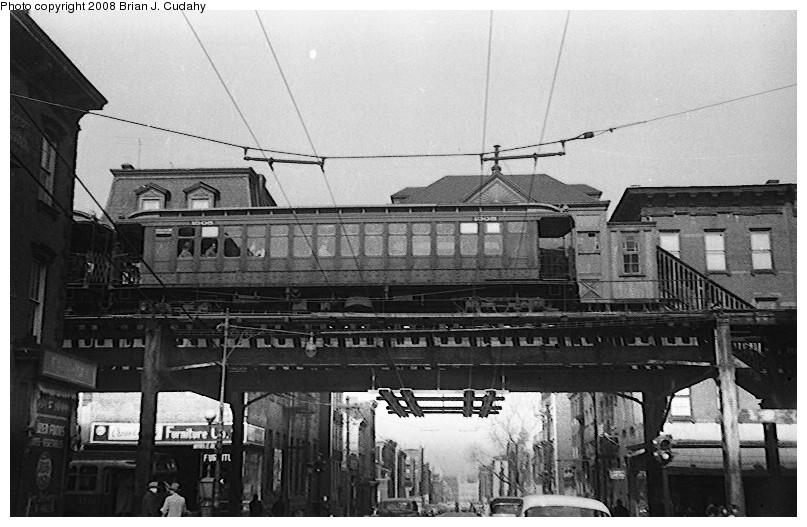 (148k, 807x527)<br><b>Country:</b> United States<br><b>City:</b> New York<br><b>System:</b> New York City Transit<br><b>Line:</b> BMT Myrtle Avenue Line<br><b>Location:</b> Franklin Avenue <br><b>Car:</b> BMT Elevated Gate Car  <br><b>Photo by:</b> Brian J. Cudahy<br><b>Date:</b> 1955<br><b>Notes:</b> BU units on Myrtle at Franklin Avenue (note trolley coach wires on Franklin Avenue and structure for trolley car wires along Myrtle).<br><b>Viewed (this week/total):</b> 1 / 4084