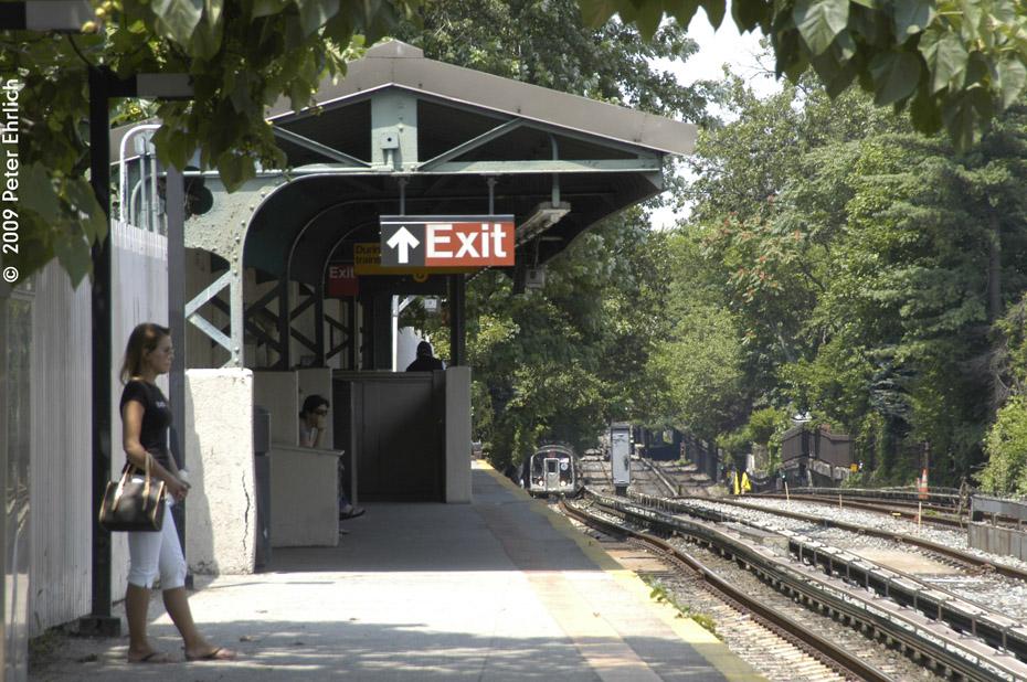 (253k, 930x618)<br><b>Country:</b> United States<br><b>City:</b> New York<br><b>System:</b> New York City Transit<br><b>Line:</b> BMT Brighton Line<br><b>Location:</b> Avenue H <br><b>Route:</b> Q<br><b>Car:</b> R-160B (Kawasaki, 2005-2008)  8723 <br><b>Photo by:</b> Peter Ehrlich<br><b>Date:</b> 7/22/2009<br><b>Notes:</b> Outbound<br><b>Viewed (this week/total):</b> 0 / 1108