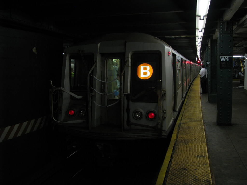 (118k, 1024x768)<br><b>Country:</b> United States<br><b>City:</b> New York<br><b>System:</b> New York City Transit<br><b>Line:</b> IND 6th Avenue Line<br><b>Location:</b> West 4th Street/Washington Square <br><b>Route:</b> B<br><b>Car:</b> R-40 (St. Louis, 1968)  4246 <br><b>Photo by:</b> Andrew Johnson<br><b>Date:</b> 6/30/2008<br><b>Viewed (this week/total):</b> 3 / 1344