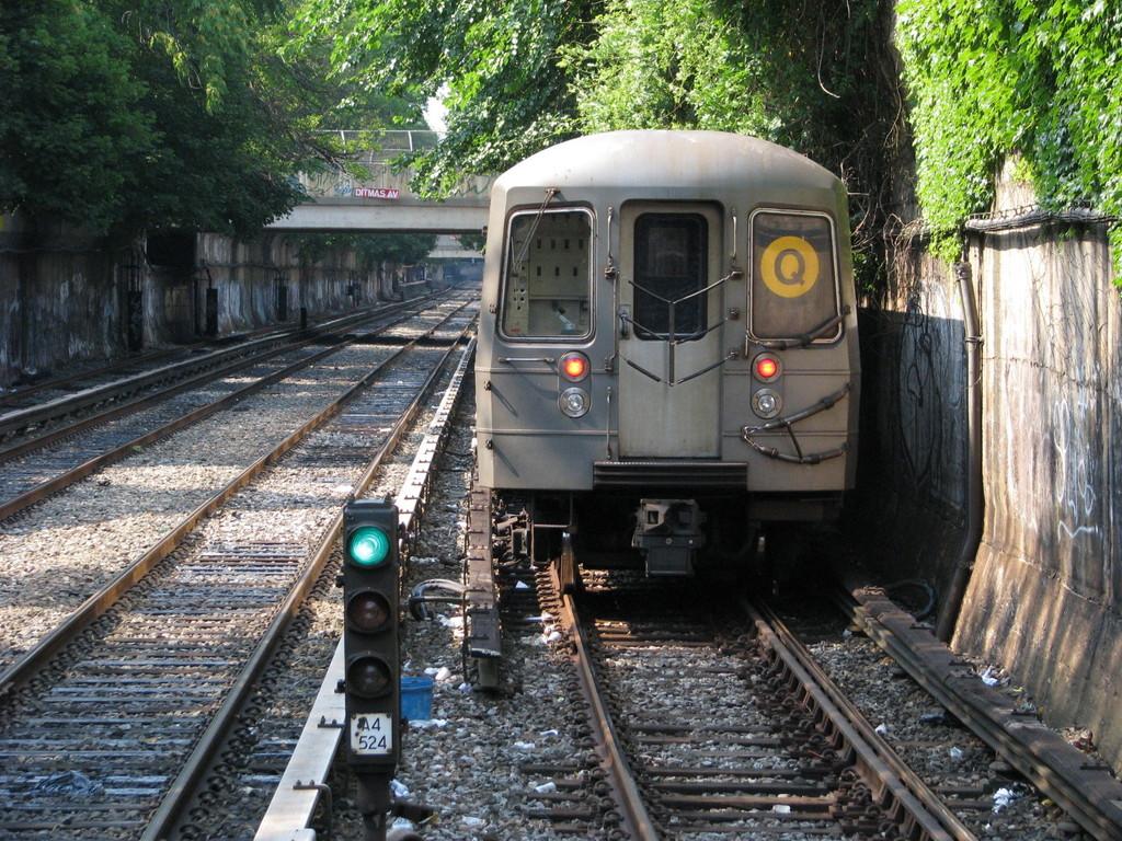 (348k, 1024x768)<br><b>Country:</b> United States<br><b>City:</b> New York<br><b>System:</b> New York City Transit<br><b>Line:</b> BMT Brighton Line<br><b>Location:</b> Newkirk Plaza (fmrly Newkirk Ave.) <br><b>Route:</b> Q<br><b>Car:</b> R-68A (Kawasaki, 1988-1989)  5170 <br><b>Photo by:</b> Andrew Johnson<br><b>Date:</b> 7/3/2008<br><b>Viewed (this week/total):</b> 2 / 1504
