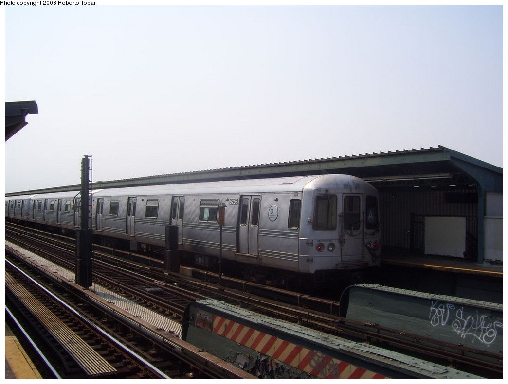 (162k, 1044x791)<br><b>Country:</b> United States<br><b>City:</b> New York<br><b>System:</b> New York City Transit<br><b>Line:</b> IND Fulton Street Line<br><b>Location:</b> 80th Street/Hudson Street <br><b>Route:</b> A<br><b>Car:</b> R-44 (St. Louis, 1971-73) 5258 <br><b>Photo by:</b> Roberto C. Tobar<br><b>Date:</b> 7/12/2008<br><b>Viewed (this week/total):</b> 2 / 1291