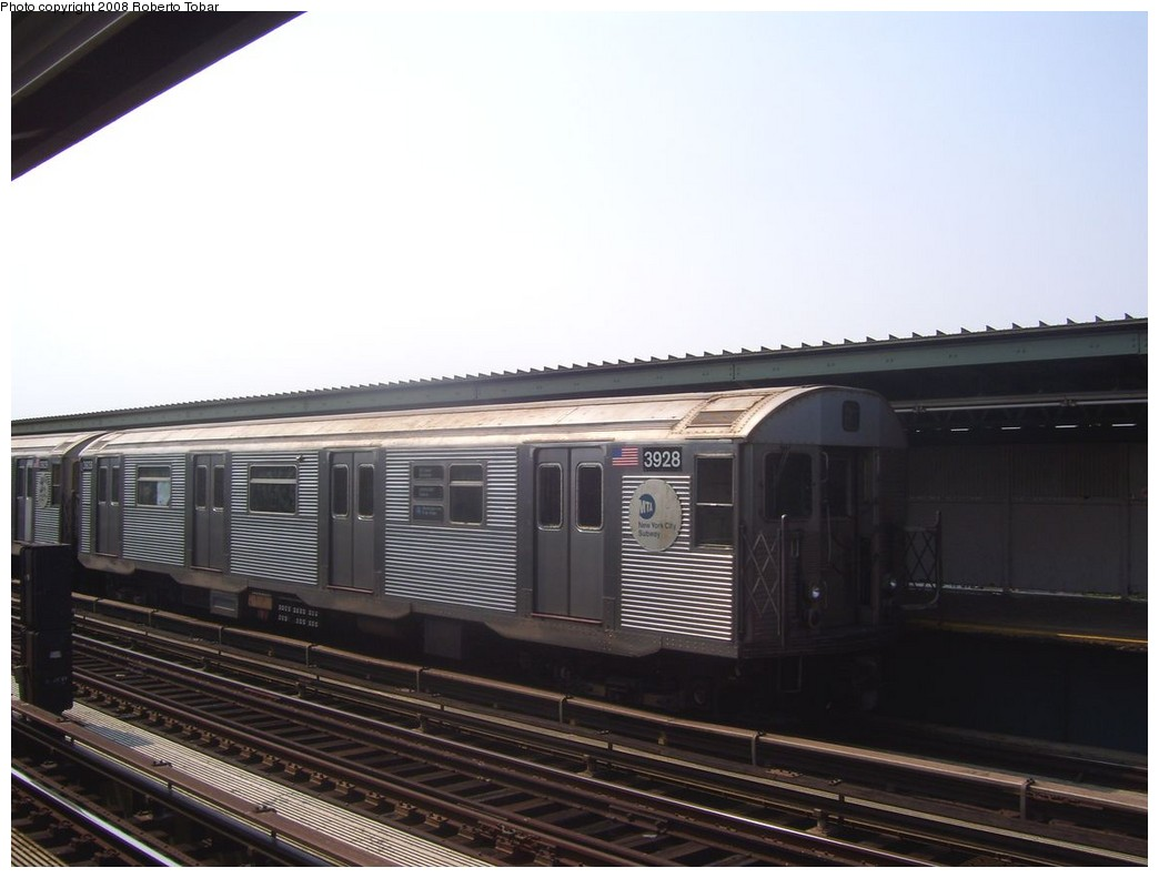 (155k, 1044x791)<br><b>Country:</b> United States<br><b>City:</b> New York<br><b>System:</b> New York City Transit<br><b>Line:</b> IND Fulton Street Line<br><b>Location:</b> 80th Street/Hudson Street <br><b>Route:</b> A<br><b>Car:</b> R-32 (Budd, 1964)  3928 <br><b>Photo by:</b> Roberto C. Tobar<br><b>Date:</b> 7/12/2008<br><b>Viewed (this week/total):</b> 0 / 1020