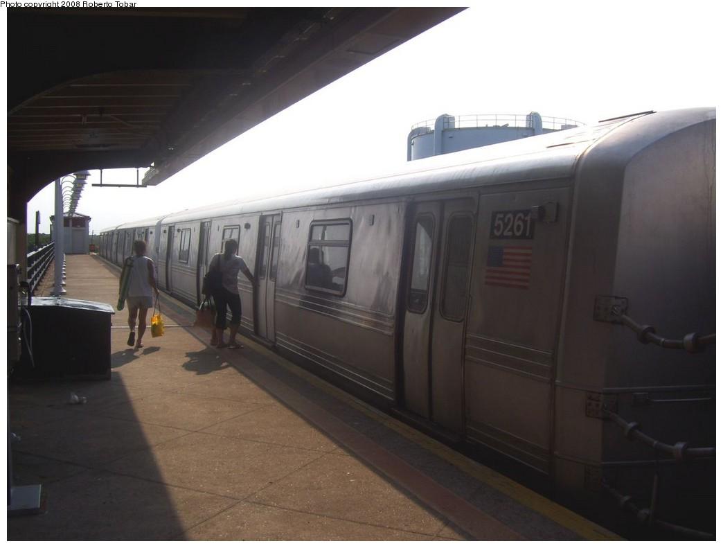 (134k, 1044x791)<br><b>Country:</b> United States<br><b>City:</b> New York<br><b>System:</b> New York City Transit<br><b>Line:</b> IND Rockaway<br><b>Location:</b> Beach 105th Street/Seaside <br><b>Route:</b> S<br><b>Car:</b> R-44 (St. Louis, 1971-73) 5261 <br><b>Photo by:</b> Roberto C. Tobar<br><b>Date:</b> 7/12/2008<br><b>Viewed (this week/total):</b> 0 / 1648
