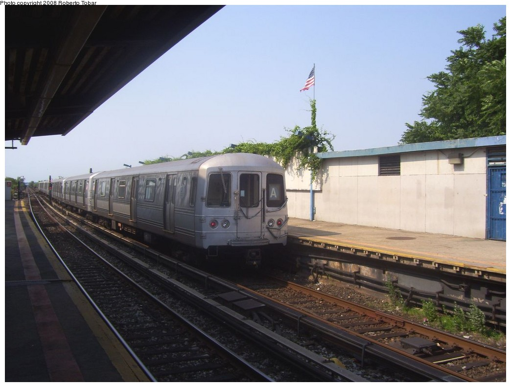 (180k, 1044x791)<br><b>Country:</b> United States<br><b>City:</b> New York<br><b>System:</b> New York City Transit<br><b>Line:</b> IND Rockaway<br><b>Location:</b> Broad Channel <br><b>Route:</b> A<br><b>Car:</b> R-44 (St. Louis, 1971-73) 5454 <br><b>Photo by:</b> Roberto C. Tobar<br><b>Date:</b> 7/12/2008<br><b>Viewed (this week/total):</b> 0 / 1596