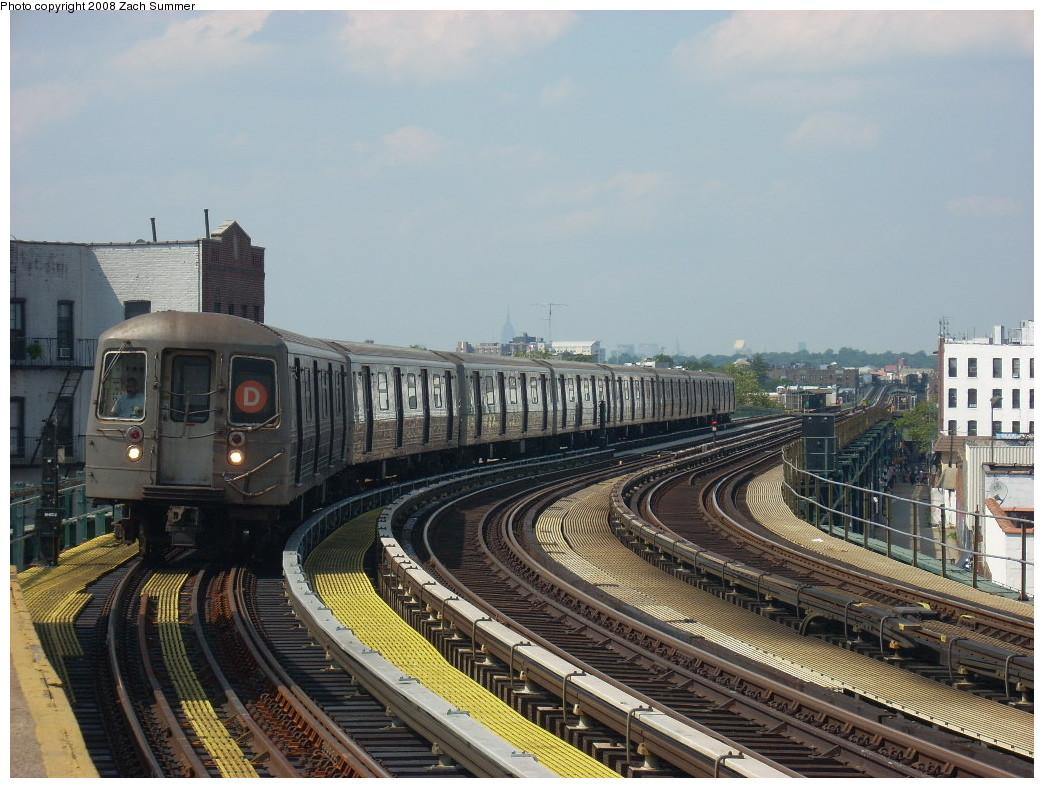 (268k, 1044x788)<br><b>Country:</b> United States<br><b>City:</b> New York<br><b>System:</b> New York City Transit<br><b>Line:</b> BMT West End Line<br><b>Location:</b> 18th Avenue <br><b>Route:</b> D<br><b>Car:</b> R-68 (Westinghouse-Amrail, 1986-1988)  2540 <br><b>Photo by:</b> Zach Summer<br><b>Date:</b> 6/30/2008<br><b>Viewed (this week/total):</b> 0 / 1823