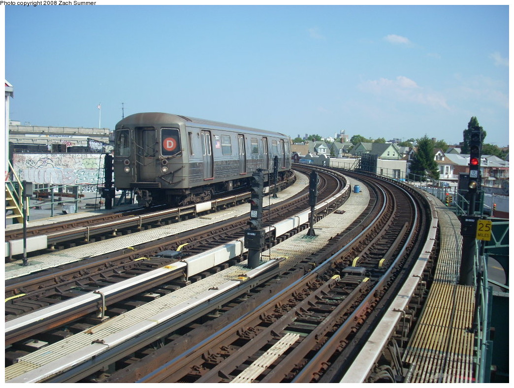(300k, 1044x788)<br><b>Country:</b> United States<br><b>City:</b> New York<br><b>System:</b> New York City Transit<br><b>Line:</b> BMT West End Line<br><b>Location:</b> 18th Avenue <br><b>Route:</b> D<br><b>Car:</b> R-68 (Westinghouse-Amrail, 1986-1988)  2500 <br><b>Photo by:</b> Zach Summer<br><b>Date:</b> 6/30/2008<br><b>Viewed (this week/total):</b> 0 / 1539