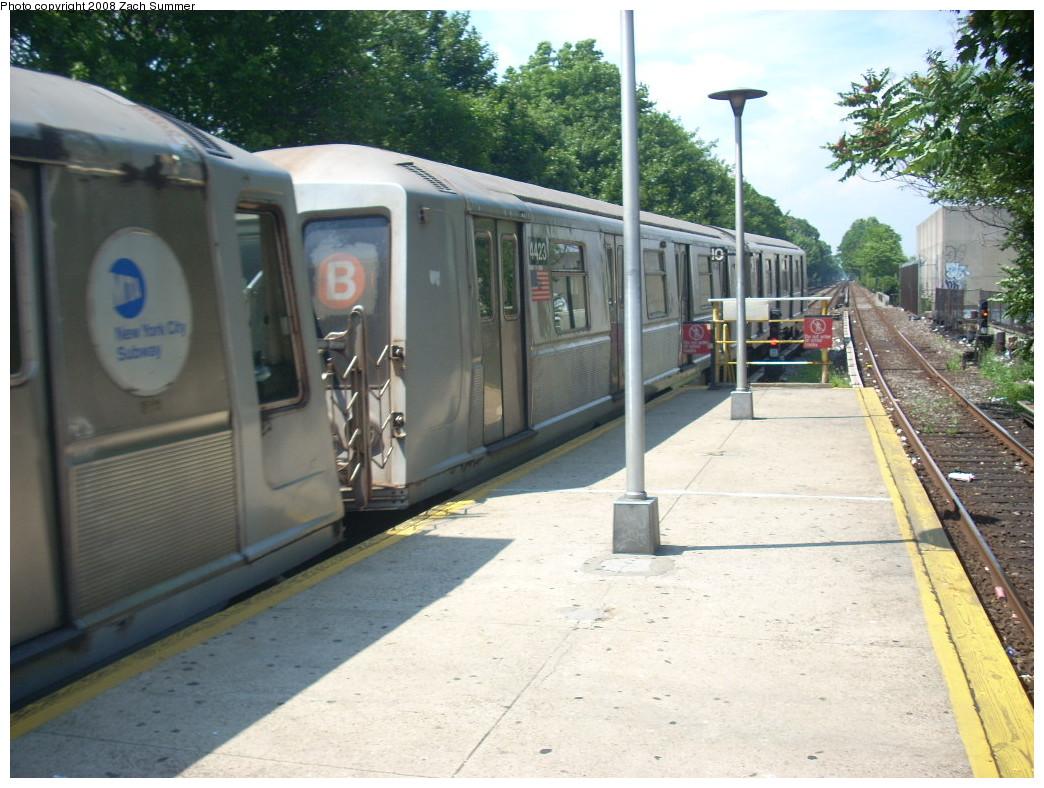 (263k, 1044x788)<br><b>Country:</b> United States<br><b>City:</b> New York<br><b>System:</b> New York City Transit<br><b>Line:</b> BMT Brighton Line<br><b>Location:</b> Kings Highway <br><b>Route:</b> B<br><b>Car:</b> R-40 (St. Louis, 1968)  4423 <br><b>Photo by:</b> Zach Summer<br><b>Date:</b> 7/1/2008<br><b>Viewed (this week/total):</b> 0 / 1384