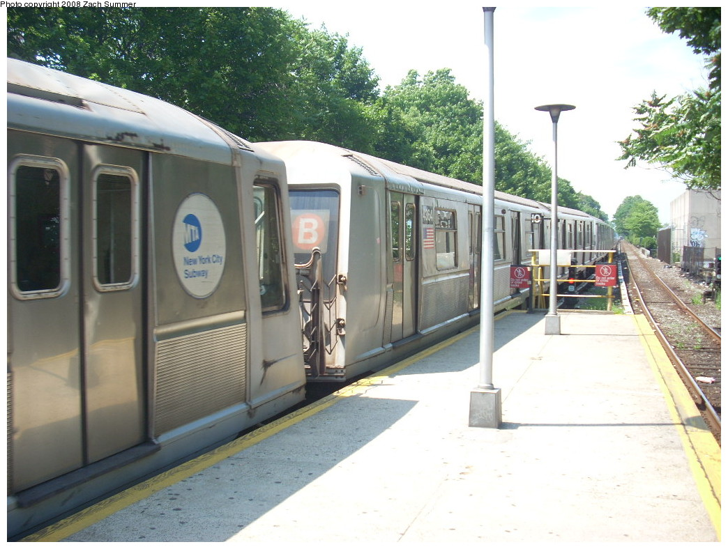 (262k, 1044x788)<br><b>Country:</b> United States<br><b>City:</b> New York<br><b>System:</b> New York City Transit<br><b>Line:</b> BMT Brighton Line<br><b>Location:</b> Kings Highway <br><b>Route:</b> B<br><b>Car:</b> R-40 (St. Louis, 1968)  4364 <br><b>Photo by:</b> Zach Summer<br><b>Date:</b> 7/1/2008<br><b>Viewed (this week/total):</b> 1 / 1186