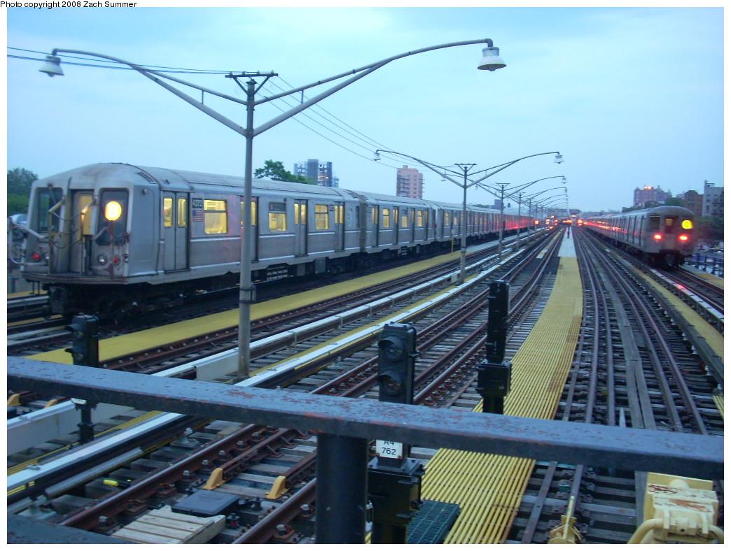 (262k, 1044x788)<br><b>Country:</b> United States<br><b>City:</b> New York<br><b>System:</b> New York City Transit<br><b>Line:</b> BMT Brighton Line<br><b>Location:</b> Ocean Parkway <br><b>Route:</b> Layup<br><b>Car:</b> R-40 (St. Louis, 1968)  4272 <br><b>Photo by:</b> Zach Summer<br><b>Date:</b> 7/3/2008<br><b>Viewed (this week/total):</b> 0 / 1841