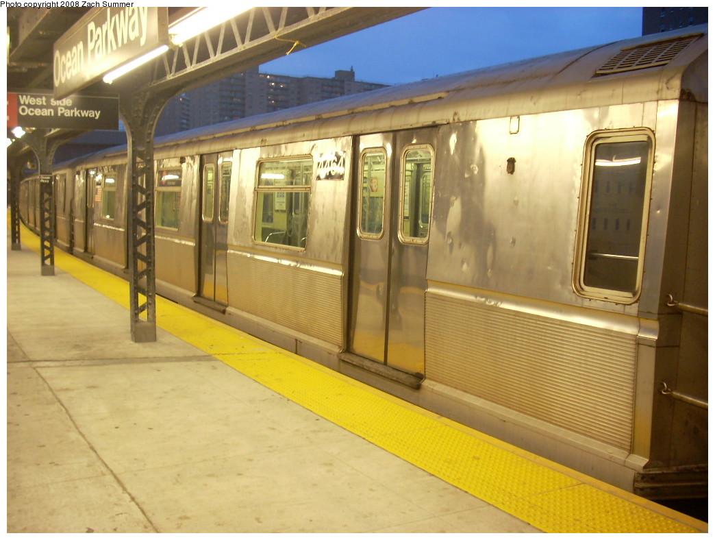 (232k, 1044x788)<br><b>Country:</b> United States<br><b>City:</b> New York<br><b>System:</b> New York City Transit<br><b>Line:</b> BMT Brighton Line<br><b>Location:</b> Ocean Parkway <br><b>Route:</b> B<br><b>Car:</b> R-40M (St. Louis, 1969)  4464 <br><b>Photo by:</b> Zach Summer<br><b>Date:</b> 7/3/2008<br><b>Viewed (this week/total):</b> 0 / 1520